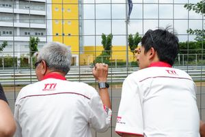 Memet Djumhana, General Manager Toyota Team Indonesia dan Rio Haryanto, Advisor Toyota Team Indonesia