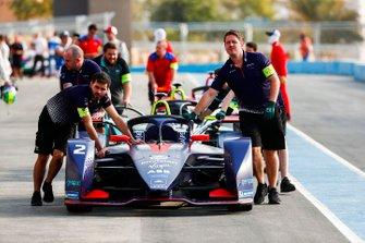 Mechanics push Sam Bird car, Envision Virgin Racing, Audi e-tron FE05 down the pit lane