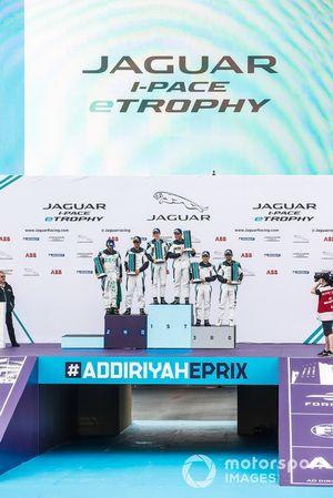 I piloti delle classi PRO e AM dividono il podio