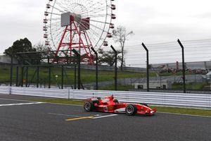 Ferrari lors du tour de démonstration des Légendes