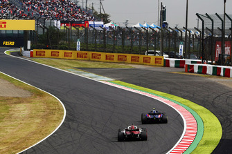 Brendon Hartley, Toro Rosso STR13, devant Charles Leclerc, Sauber C37