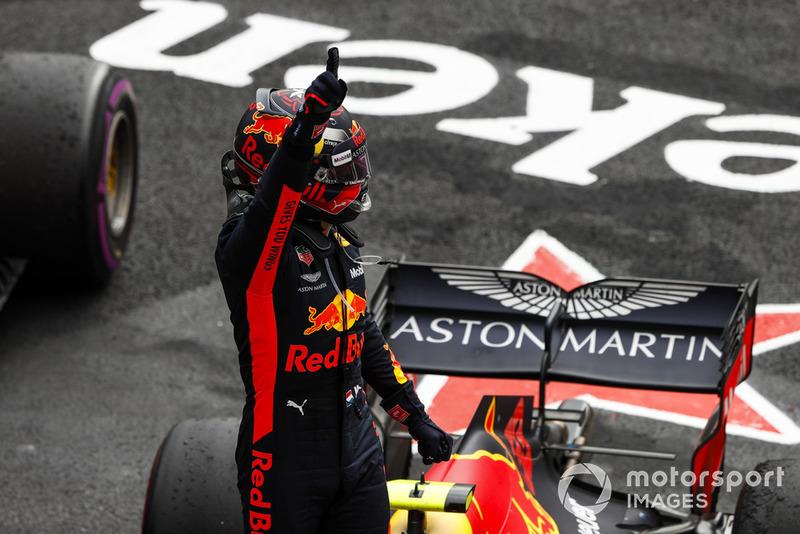 Verstappen galibiyeti kutluyor