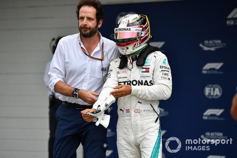 Pole sitter Lewis Hamilton, Mercedes AMG F1 nel parco chiuso