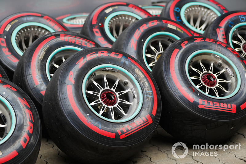 Des pneus supersoft de Mercedes
