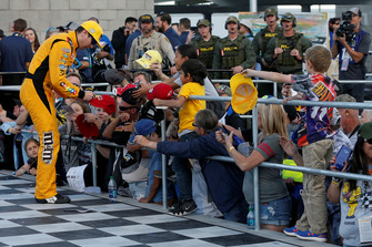 Race winner Kyle Busch, Joe Gibbs Racing, Toyota Camry M&M's