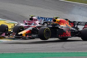 Accrochage entre Max Verstappen, Red Bull Racing RB14, et Esteban Ocon, Racing Point Force India VJM11