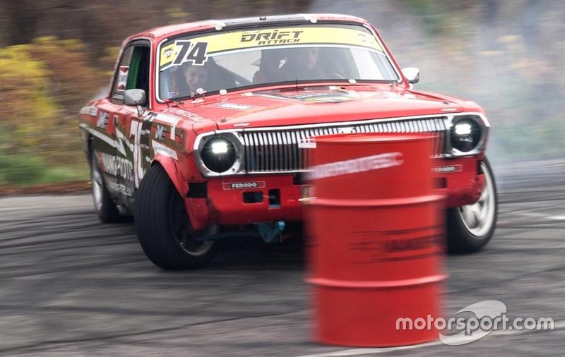 Дріфт-таксі - цього разу колоритна ГАЗ-24!