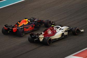 Charles Leclerc, Sauber C37 ve Max Verstappen, Red Bull Racing RB14
