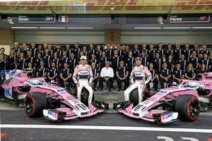 Esteban Ocon, Racing Point Force India en Sergio Perez, Racing Point Force India, groepsfoto