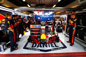 Daniel Ricciardo, Red Bull Racing RB14, prepares for his final race with the team in the garage