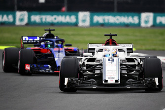 Marcus Ericsson, Sauber C37 et Brendon Hartley, Scuderia Toro Rosso STR13