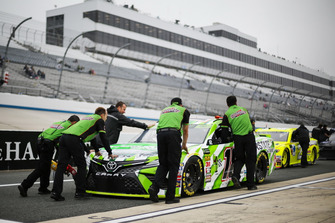 Crew di Kyle Busch, Joe Gibbs Racing, Toyota Camry Interstate Batteries