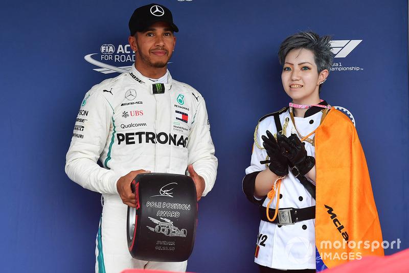 Lewis Hamilton, Mercedes AMG F1 reçoit le Pirelli Pole Position Award
