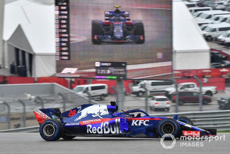 Brendon Hartley, Toro Rosso STR13 e Pierre Gasly, Toro Rosso STR13 sullo schermo