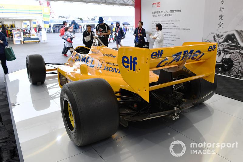 Автомобиль Lotus Honda 99T