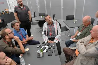 Guenther Steiner, director de Haas F1 Team habla con los medios