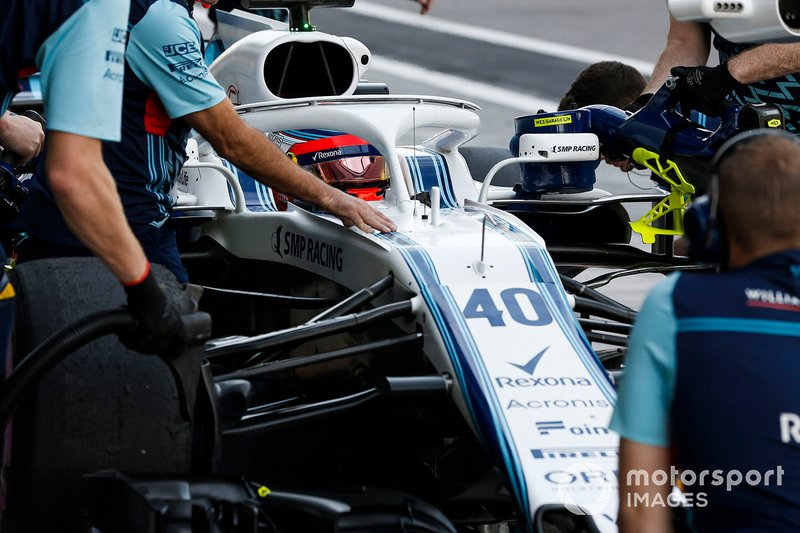 Robert Kubica, Williams FW41, s'arrête au stand
