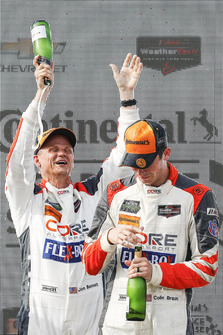 #54 CORE autosport ORECA LMP2, P - Jon Bennett, Colin Braun, podium, champagne