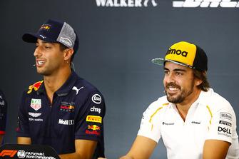 Daniel Ricciardo, Red Bull Racing, and Fernando Alonso, McLaren, in the Thursday press conference
