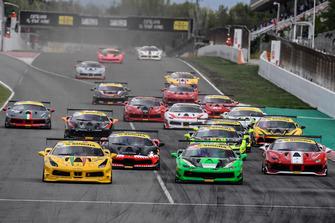 La partenza di Gara 1 Coppa Shell