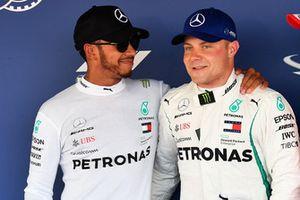 Lewis Hamilton en Valtteri Bottas, Mercedes AMG F1 in parc ferme
