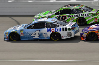 Kevin Harvick, Stewart-Haas Racing, Ford Fusion Busch Light / Mobil 1 e Kyle Busch, Joe Gibbs Racing, Toyota Camry Interstate Batteries