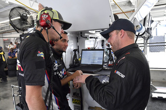 Regan Smith, Leavine Family Racing, Chevrolet Camaro Procore crew chief, Jon Leonard