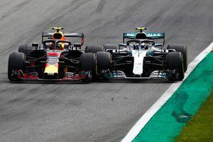 Max Verstappen, Red Bull Racing RB14 Tag Heuer, en lutte avec Valtteri Bottas, Mercedes AMG F1 W09