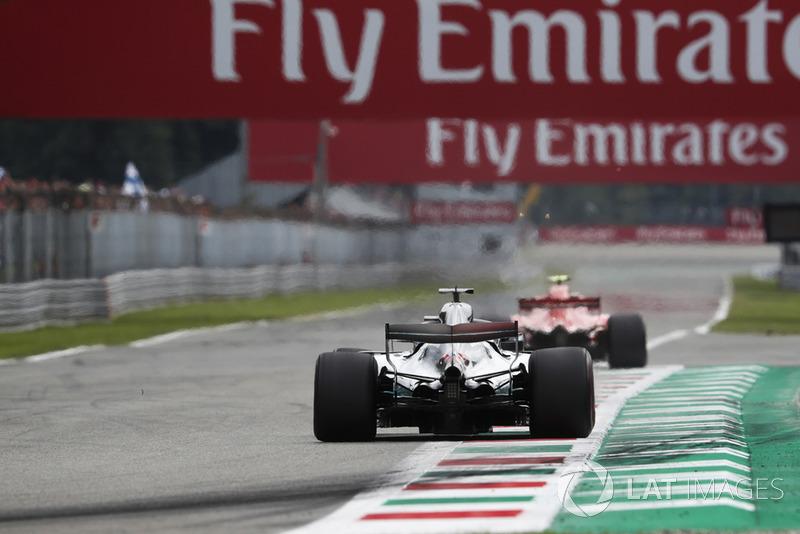 Kimi Raikkonen, Ferrari SF71H, Lewis Hamilton, Mercedes AMG F1 W09