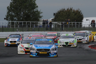 Aiden Moffat, Laser Tools Racing Mercedes A-Class leads