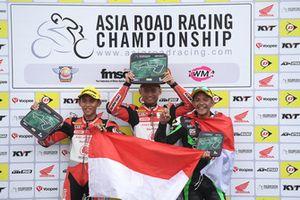Podium AP250: Mario Suryo Aji, Rheza Danica, Astra Honda Racing Team dan Rey Ratukore, ONEXOX TKKR Racing Team
