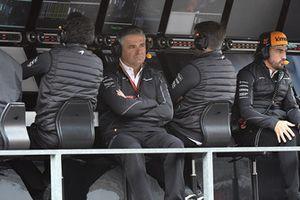 Gil De Ferran McLaren and Fernando Alonso, McLaren on the pit wall gantry