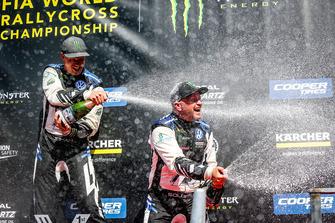 Подиум: победитель Йохан Кристофферссон, третье место – Петтер Сольберг, PSRX Volkswagen Sweden