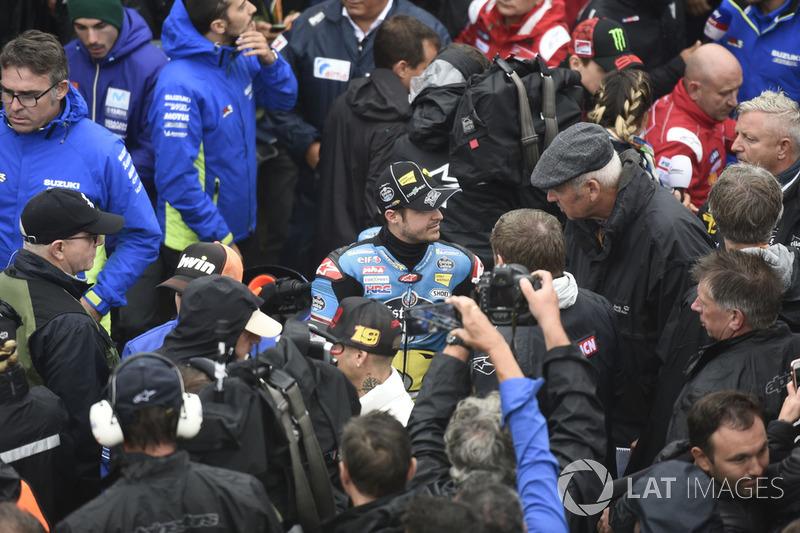 Thomas Luthi, Estrella Galicia 0,0 Marc VDS, saliendo de la reunión de seguridad