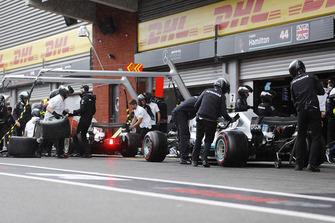 Valtteri Bottas, Mercedes AMG F1 W09, and Lewis Hamilton, Mercedes AMG F1 W09, make pit stops to switch to intermediates