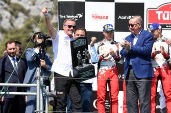 Tommi Makinen, director del equipo Toyota Gazoo Racing, Recep Tayyip Erdoğan, presidente de Turquía