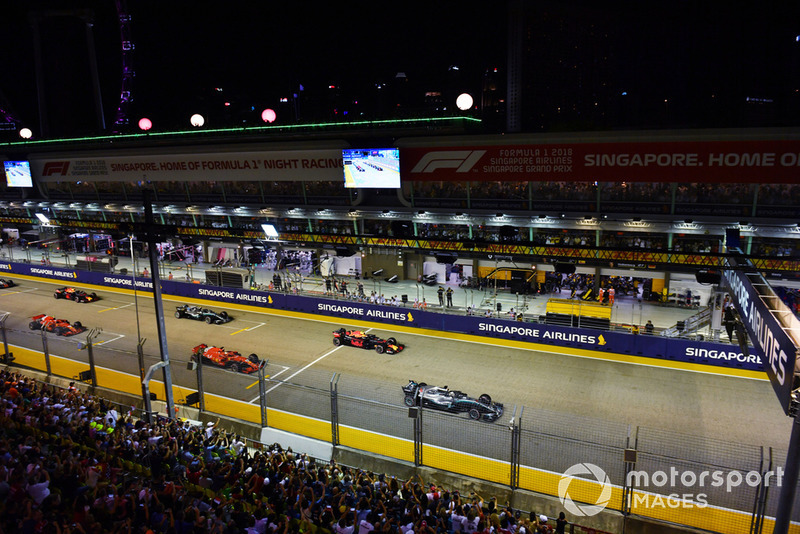 Lewis Hamilton, Mercedes-AMG F1 W09 líder al inicio