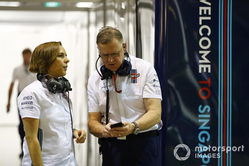 Claire Williams, Deputy Team Principal, Williams Martini Racing, berdiskusi dengan Mike O' Driscoll, Group CEO, Williams Martini Racing