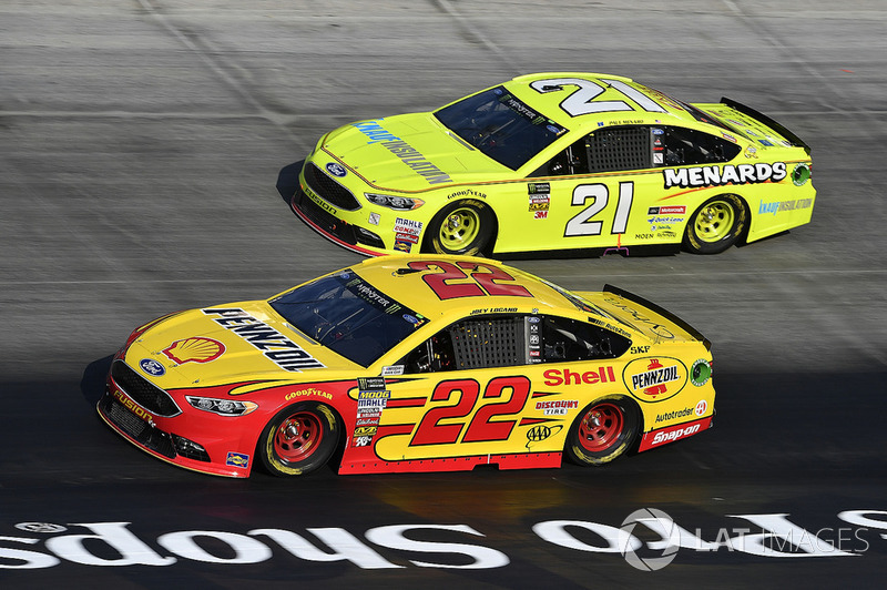 Joey Logano, Team Penske, Ford Fusion Shell Pennzoil and Paul Menard, Wood Brothers Racing, Ford Fusion Menards / Knauf