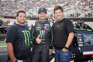 Kurt Busch, Stewart-Haas Racing, Ford Fusion Monster Energy / Haas Automation, festeggia la vittoria in Victory Lane