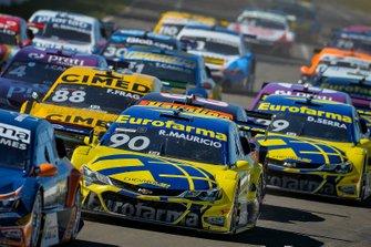 Carros durante etapa de Londrina da Stock Car