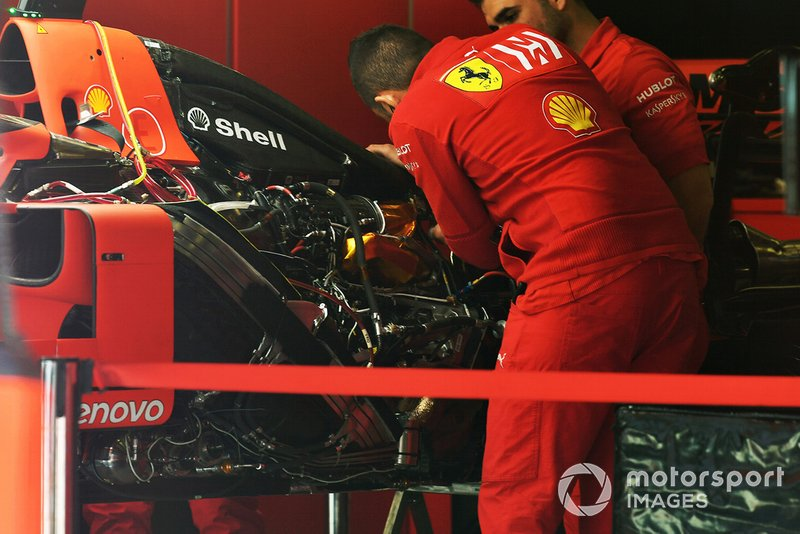 Le compartiment moteur de la Ferrari SF90
