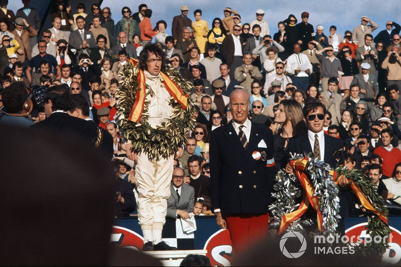 Podio: ganador de la carrera Jackie Stewart, March 701-Ford