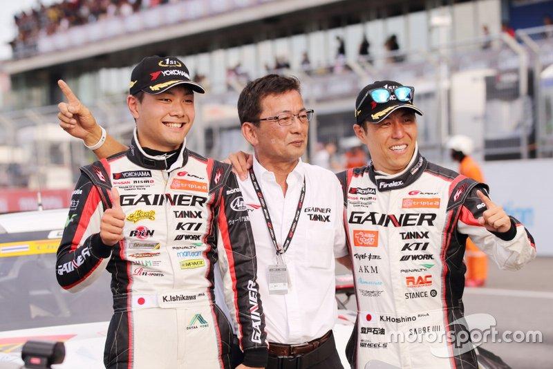 #10 GAINER TANAX triple a GT-R