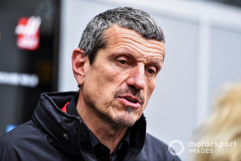 Guenther Steiner, Team Principal, Haas F1 parle avec les médias