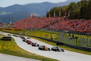 Lewis Hamilton, Mercedes AMG F1 W10, leads Lando Norris, McLaren MCL34, Kimi Raikkonen, Alfa Romeo Racing C38, Sebastian Vettel, Ferrari SF90, Max Verstappen, Red Bull Racing RB15, and the remainder of the field at the start