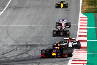 Pierre Gasly, Red Bull Racing RB15, leads Antonio Giovinazzi, Alfa Romeo Racing C38, Romain Grosjean, Haas F1 Team VF-19, and Sergio Perez, Racing Point RP19
