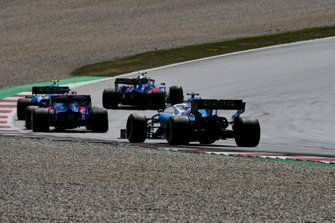 Alexander Albon, Toro Rosso STR14, devant Robert Kubica, Williams FW42, Daniil Kvyat, Toro Rosso STR14, et George Russell, Williams Racing FW42