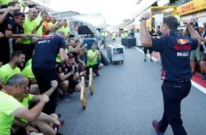 Christian Horner and Max Verstappen, Red Bull Racing celebrate with the team