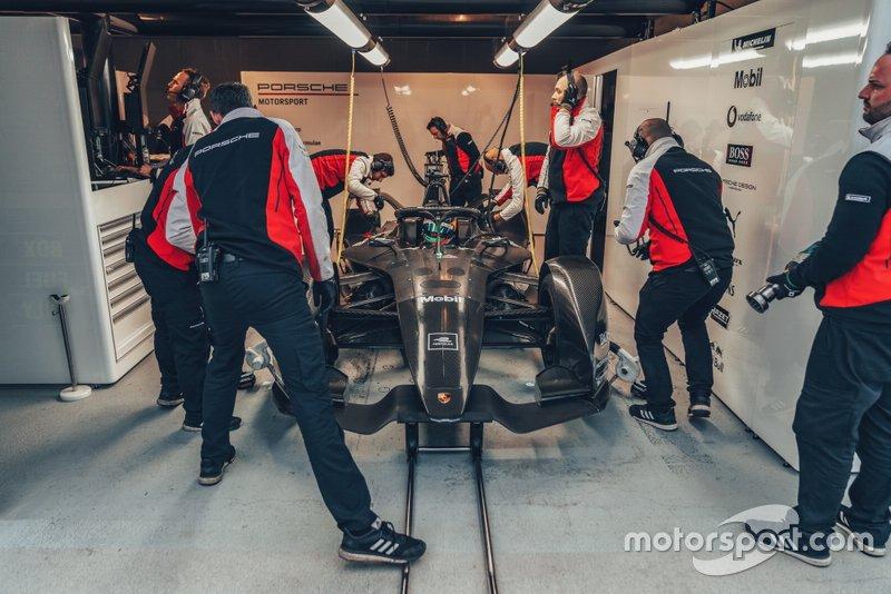 Автомобиль Porsche для Формулы E